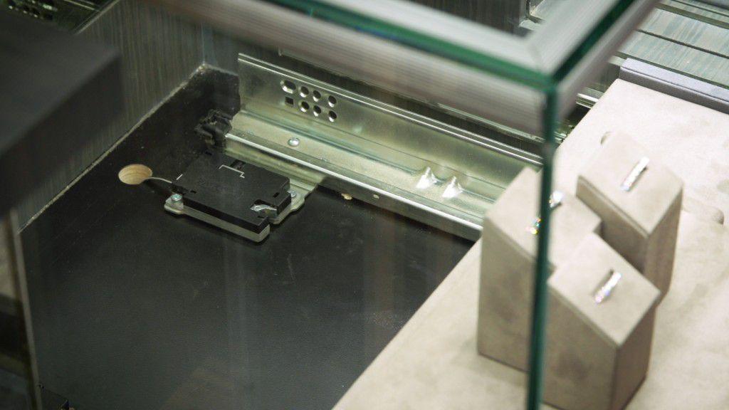 Senseon's 3135ECEL is used in Joseph Jewelery's display cases.